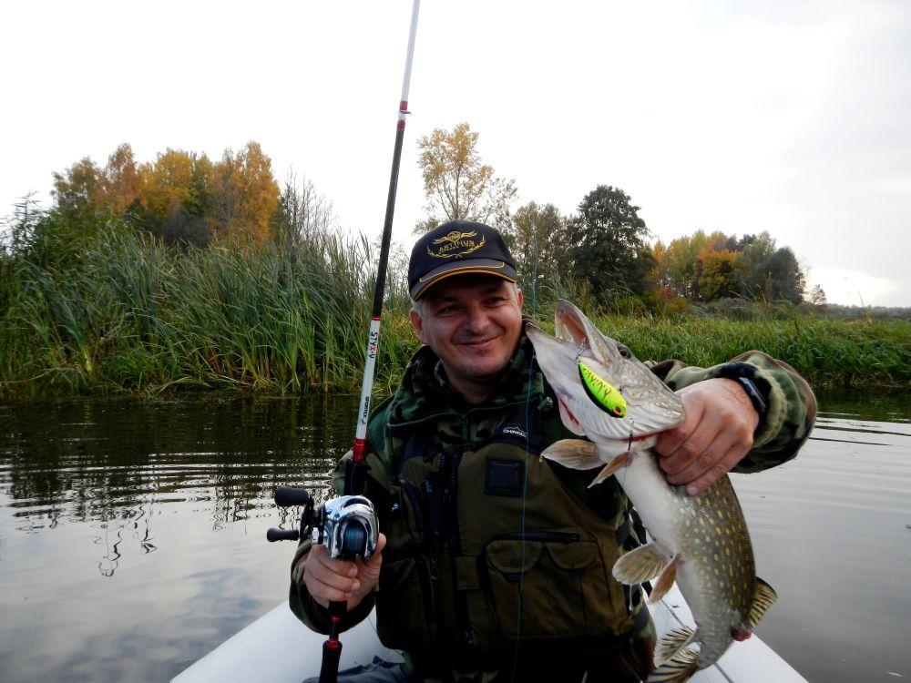 Единственную рыбу за всю рыбалку в жару вытянул из осоки крэнк DUO