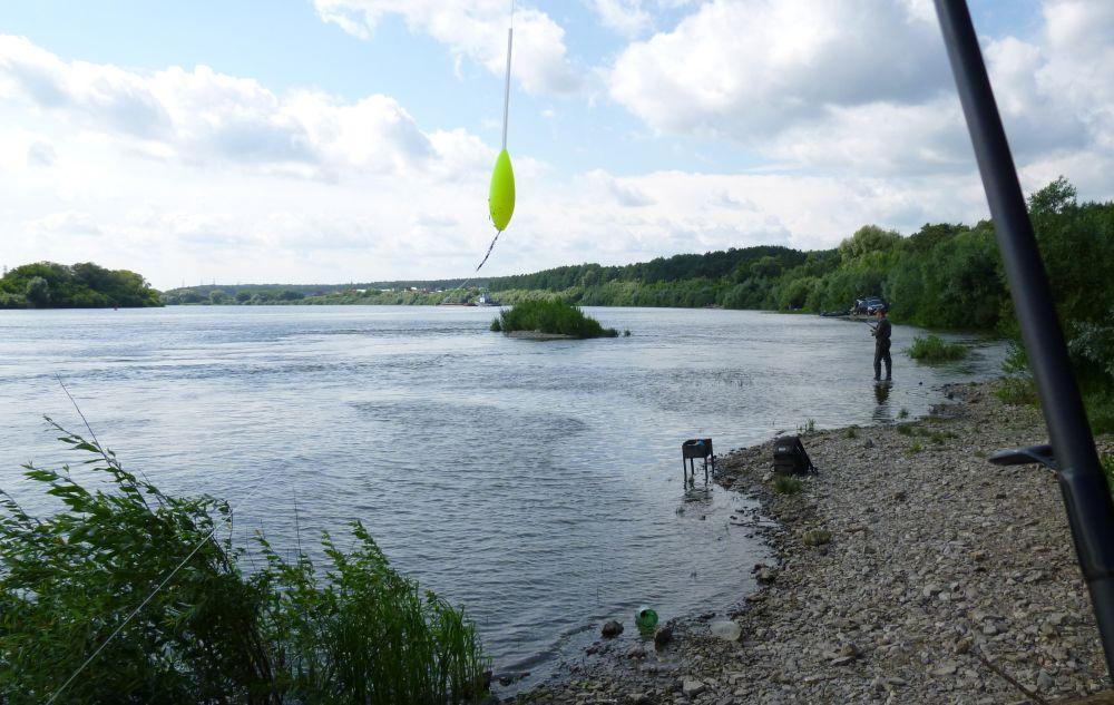 С ярким поплавком практично ловить на сверхдальних дистанциях