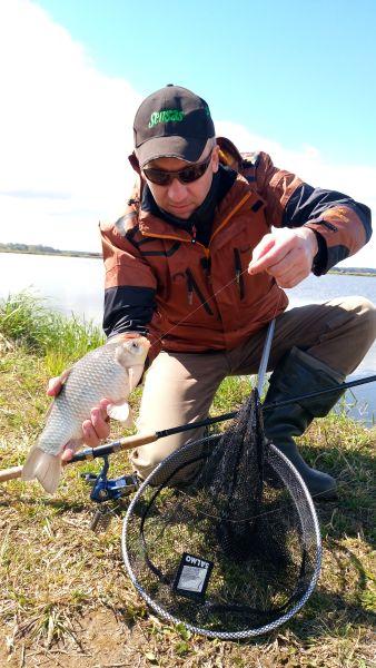 Подсачек на пикерной рыбалке обязателен