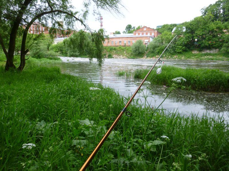 На небольшой реке тихо даже в сезон отпусков