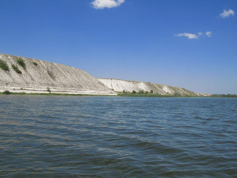 Противолежащий берег чаще более пологий. Этим можно воспользоваться