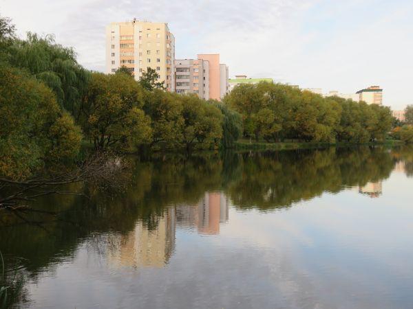 Русло реки у самого берега - хорошее место для позднеосенней ловли