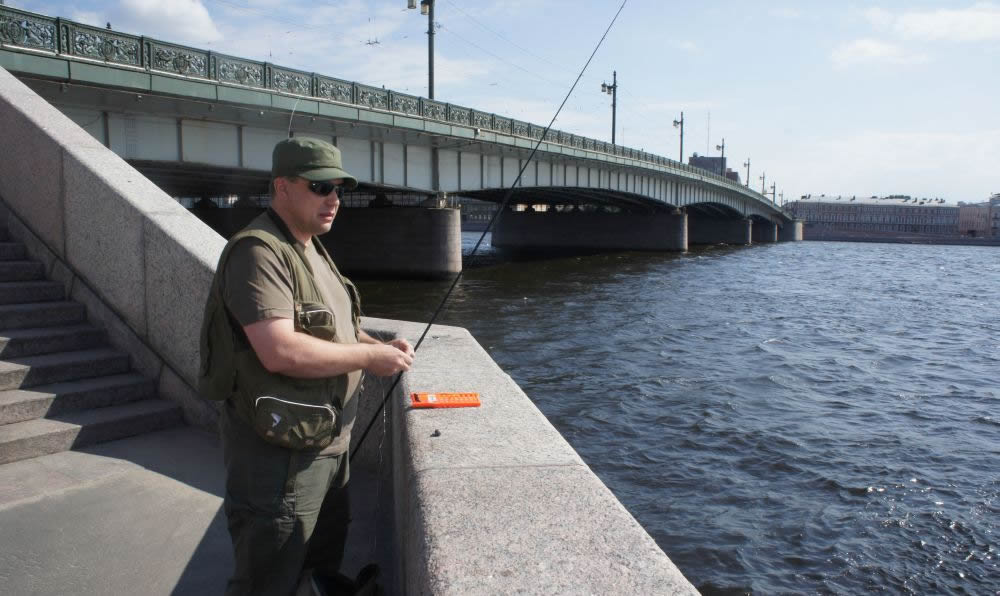 В Питере масштаб реки другой. И снасть нужна потяжелее