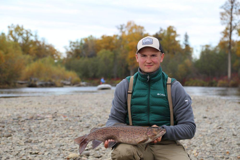 На тайменевой рыбалке в прилове могут быть красавцы ленки