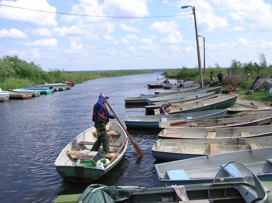 Вдоль Новоладожского канала всегда припаркованы и легкие «Пеллы», и мореходные катера