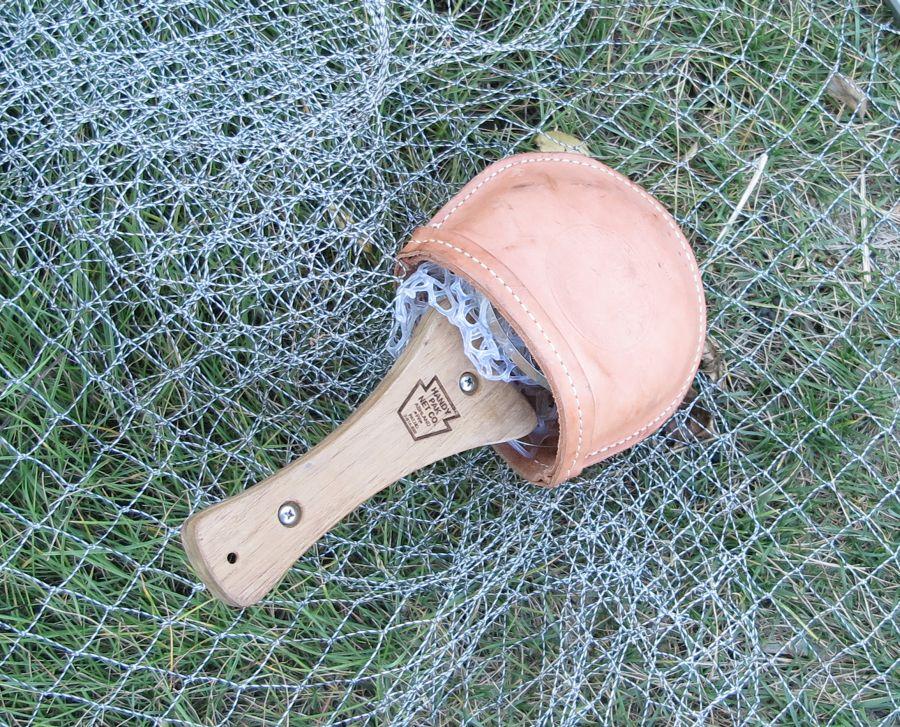 Благодаря пружинному ободу сачок складывается без разборки конструкции