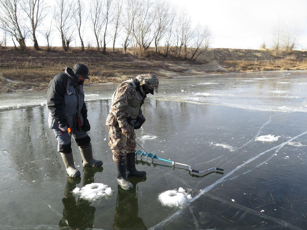 Часто первый лед у нас - настоящее стекло