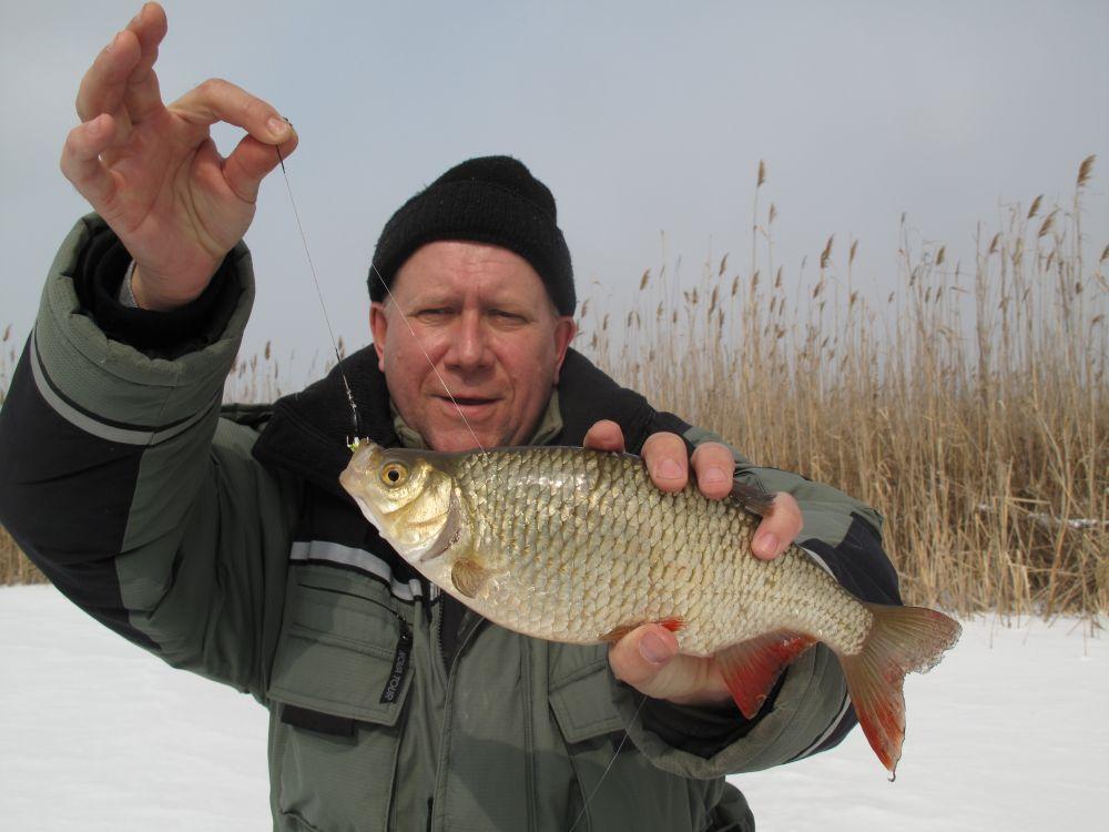Сергей Иванович тоже рискнул опустить «Чёртика» под лед