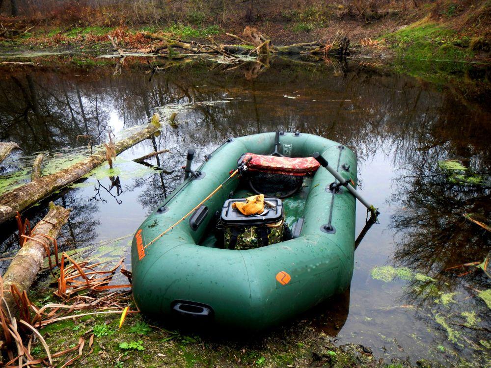 Зимний уровень воды в речке настолько низок,что в некоторых местах ее легко можно перейти вброд