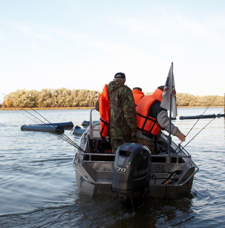 Коллеги «хорошо» подготовились к поломке спиннингов о борта лодки