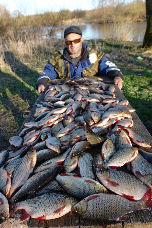 Местное прибрежное население вносит свой немалый вклад в «зачистку» от рыбы российских водоемов