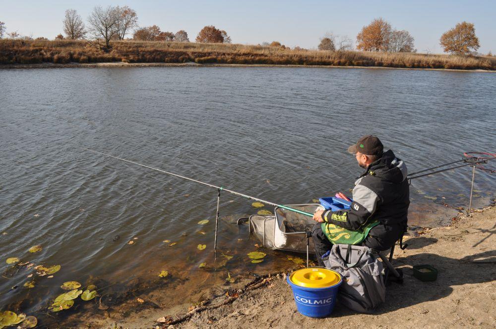 Люблю осенние рыбалки за минимализм их необходимого оснащения