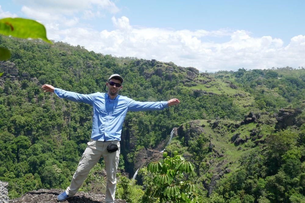Порт-Морсби расположен прямо среди диких джунглей