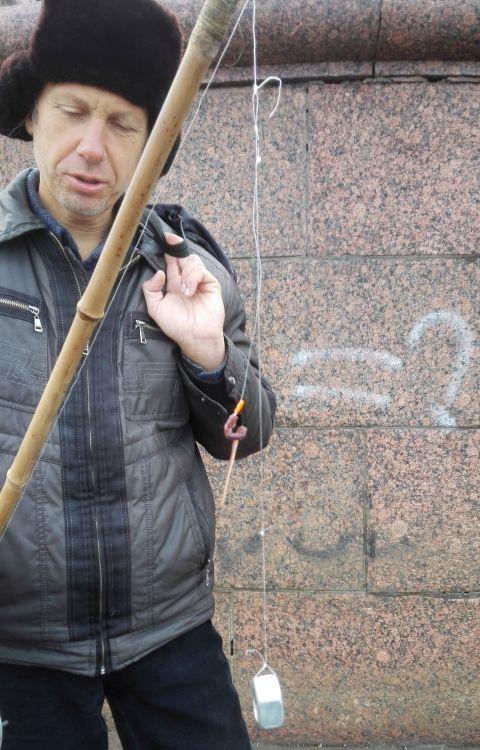 Графит, говорите? А кто-то ведь ловит бамбуком - и не сетует на его кривизну и тупизну