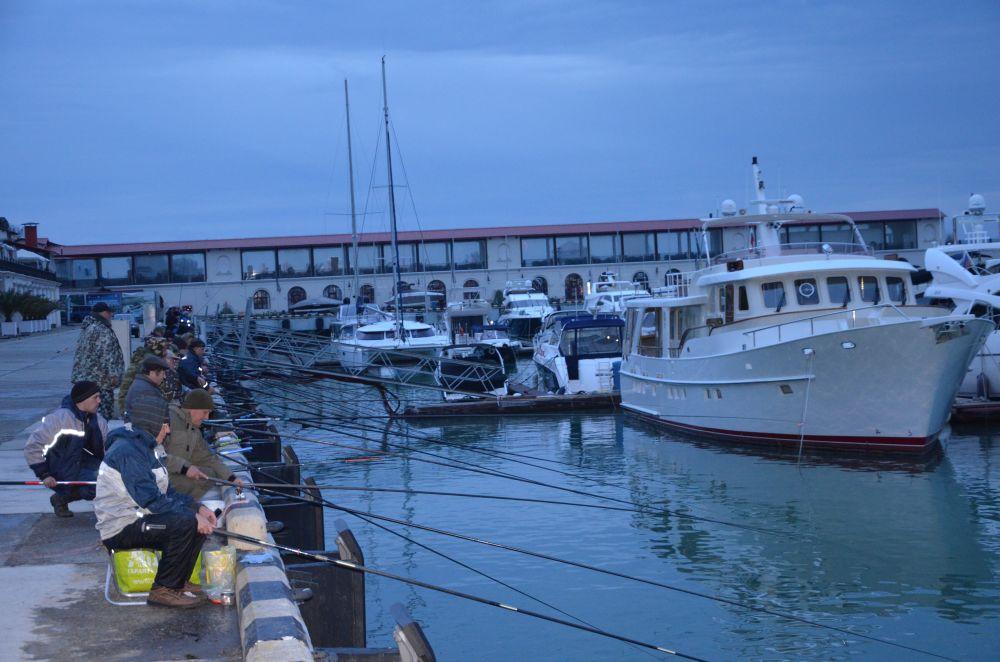 Ранее утро в сочинском морском порту