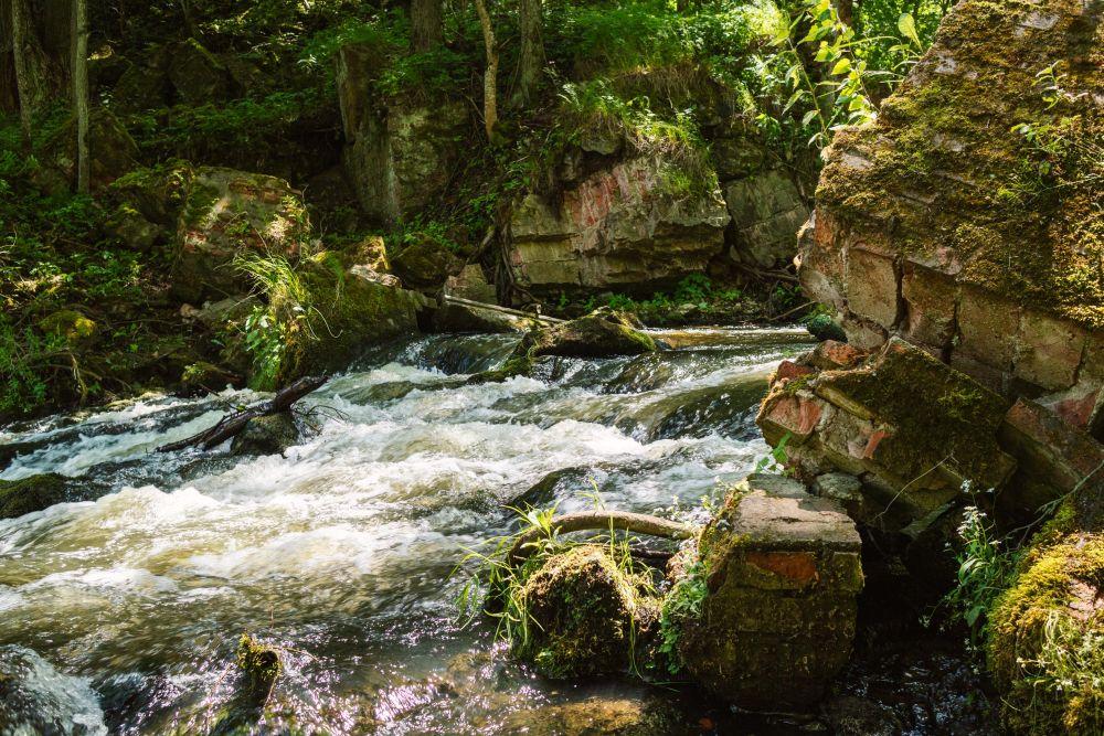 Каменистые перекаты реки Роминта