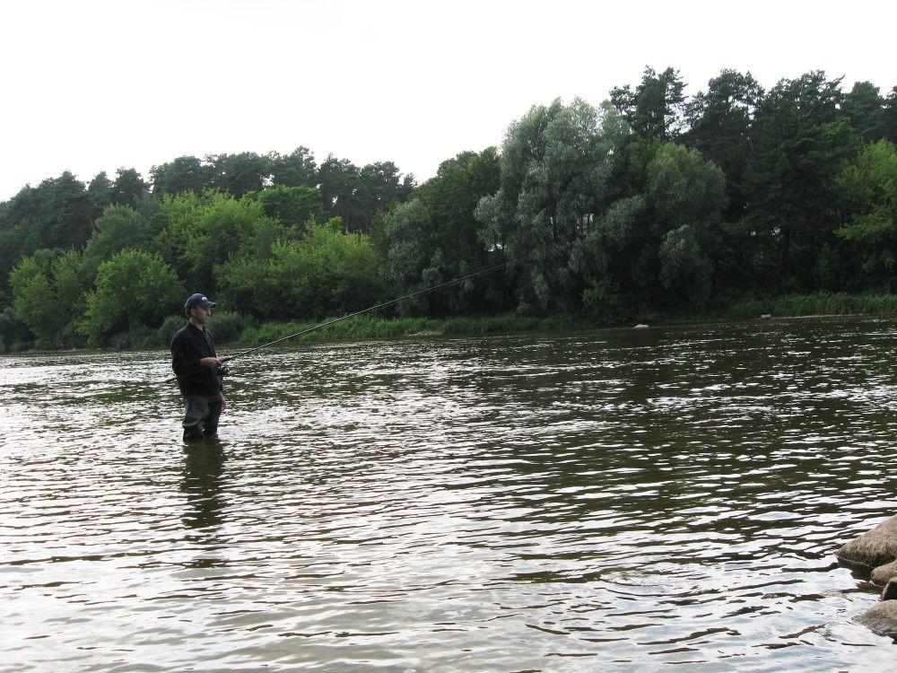 Матчевое удилище подходит еще и для ловли в проводку на течении