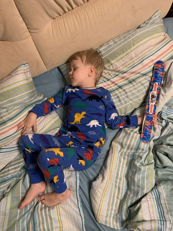 А вы в детстве клали подарки под подушку?