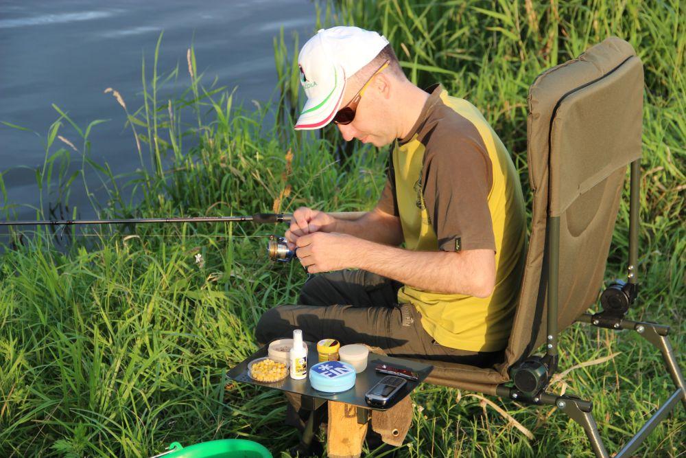 В сильно нагретой озерной воде у рыбы в почете растительные насадки – например, консервированная кукуруза