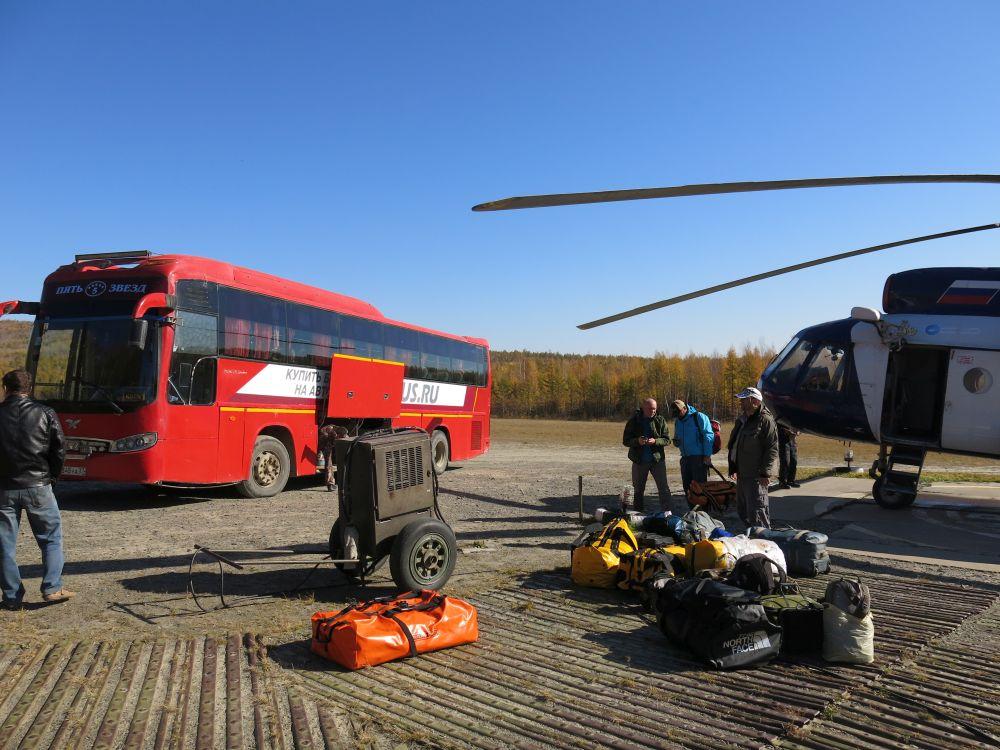Добираться из Хабаровска приходится сперва по земле, на автобусе, а потом – еще и по воздуху