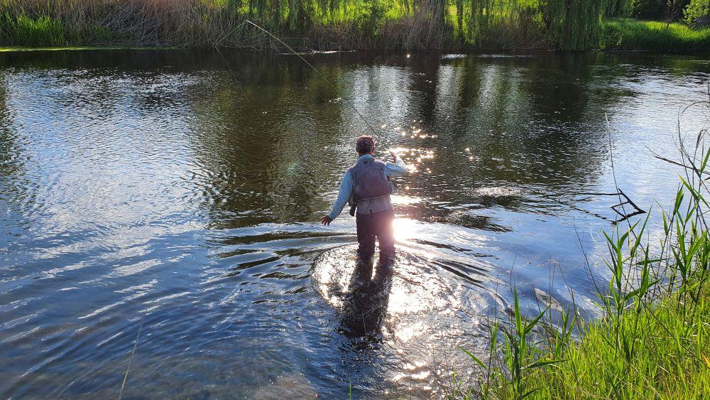 Если глубина и дно позволяют ловить взабродку, нужно этим пользоваться