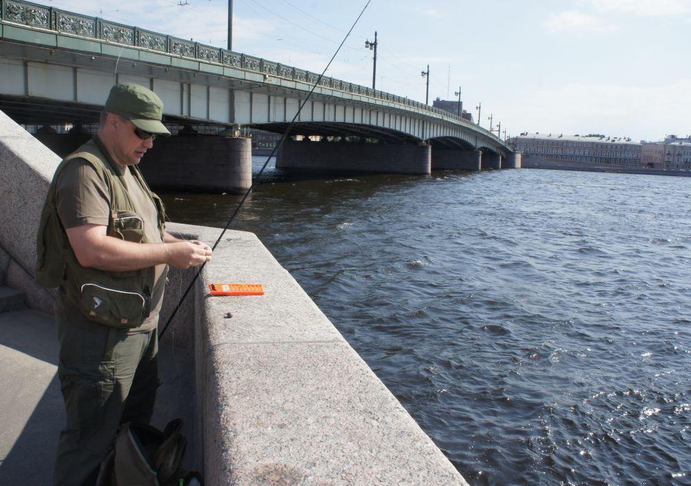 Полезно бывает встретить серьезного местного рыболова…