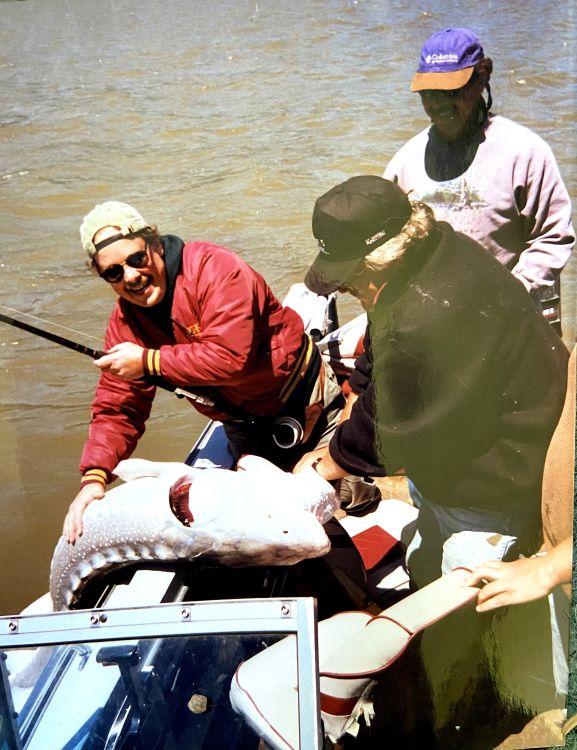 Это тот случай, когда три человека в лодке – самый девке раз!