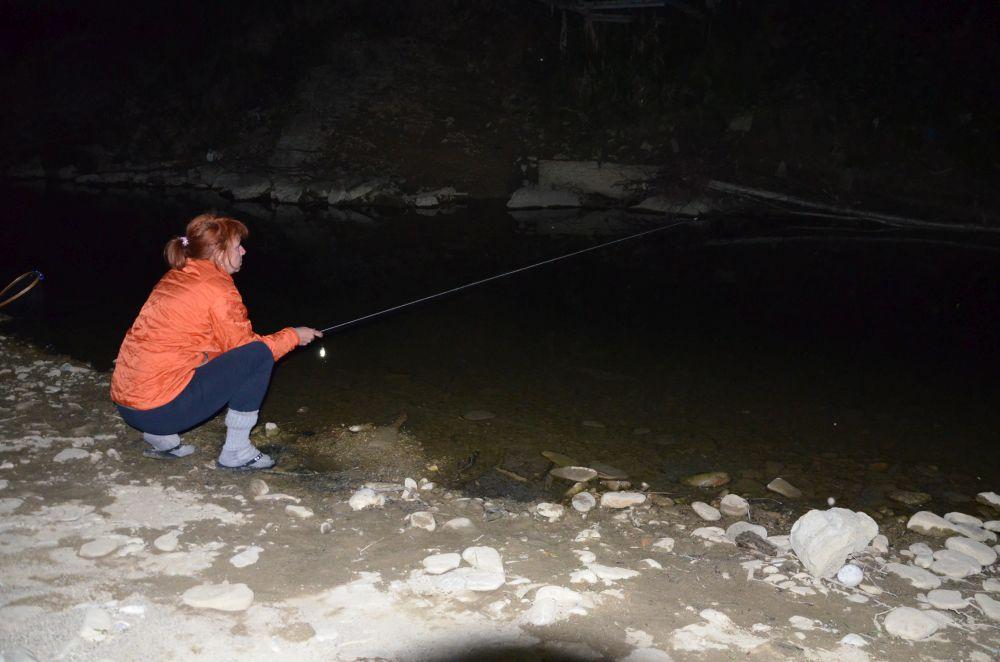 Если использовать светящийся поплавок, можно ловить рыбца и в сумерках